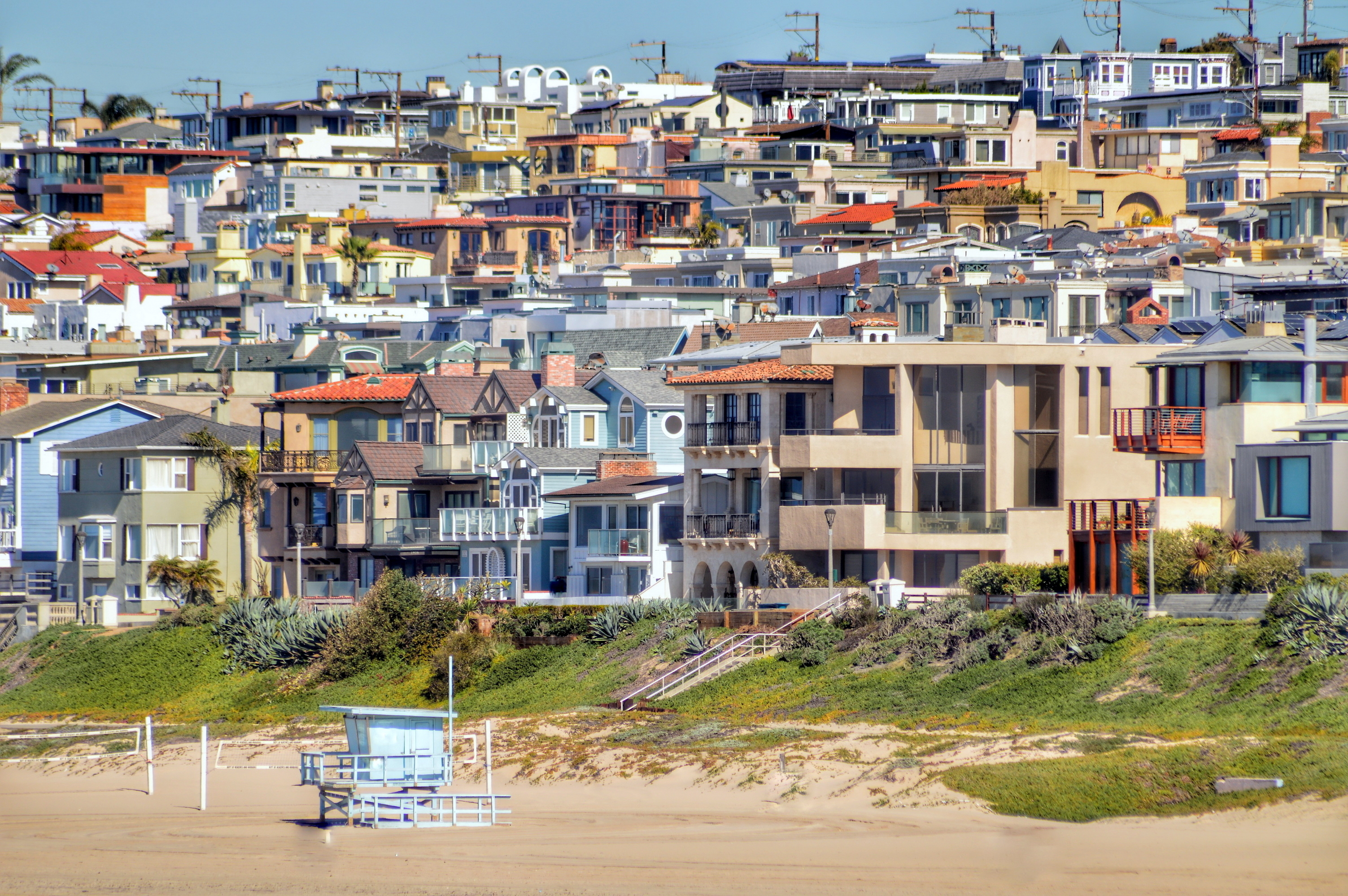 Manhattan Beach with view of homes behind it