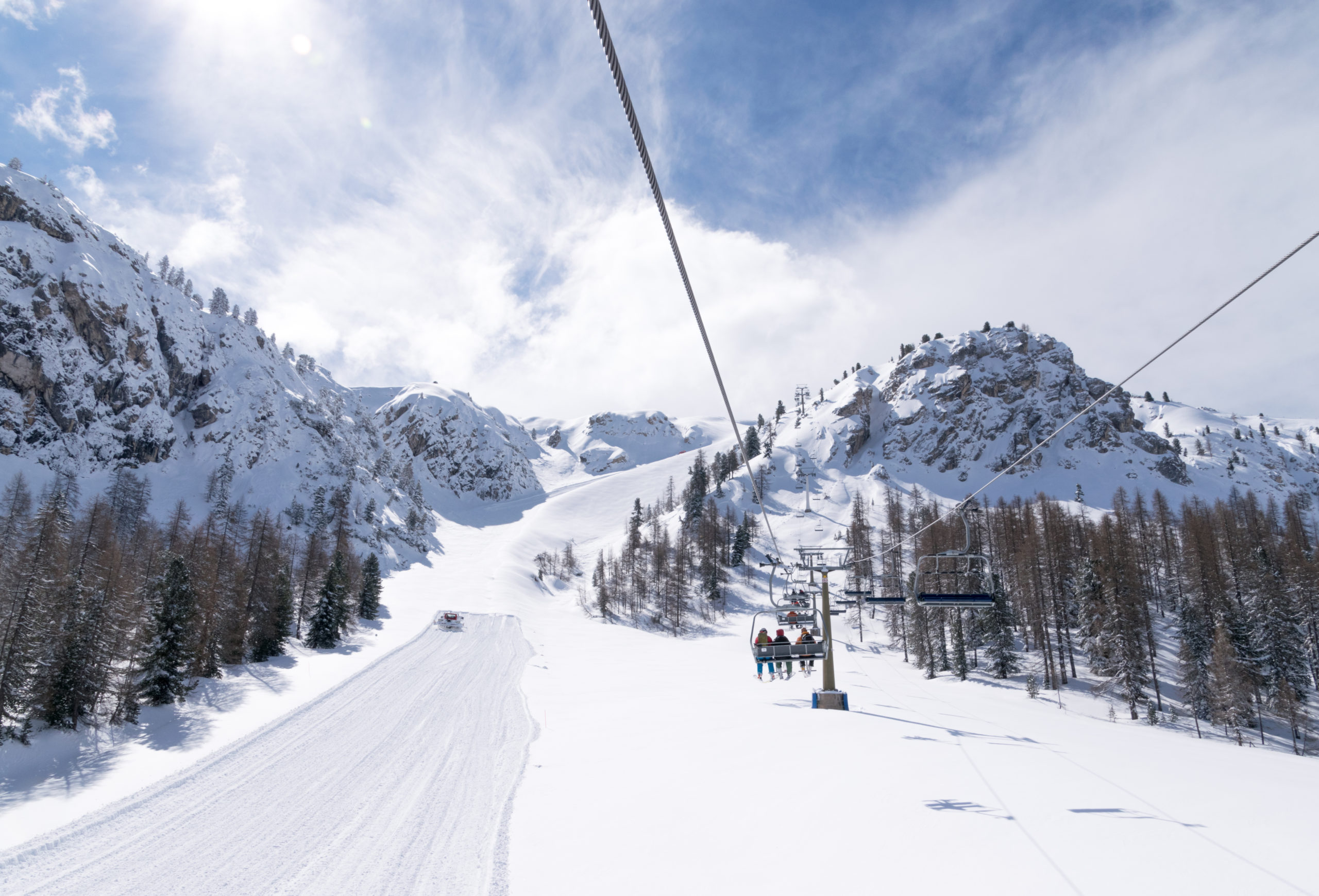 Ski slopes and snow holidays in Cortina d'Ampezzo in the Italian Dolomites